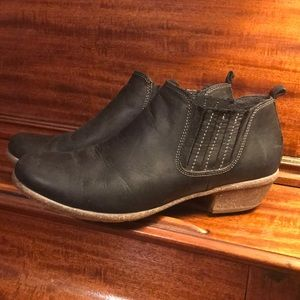 Classic Clarks Artisan Black Leather Booties